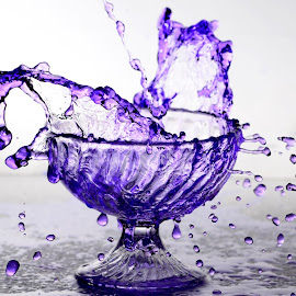water swrils by Mithun Pariyanthodikalam - Abstract Water Drops & Splashes ( water, splash, swril, violet, crystal )