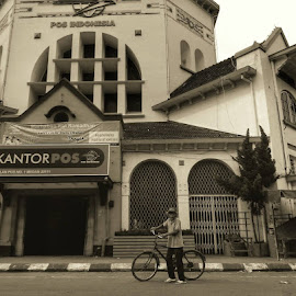 kantor pos in vintage by Dee Dot - Novices Only Street & Candid