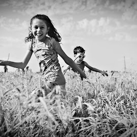 by Mihaela Tulea - People Family ( fotograf nunta, sedinte foto, black and white, mihaela tulea, emotie, fotograf profesionist, valentin tulea )