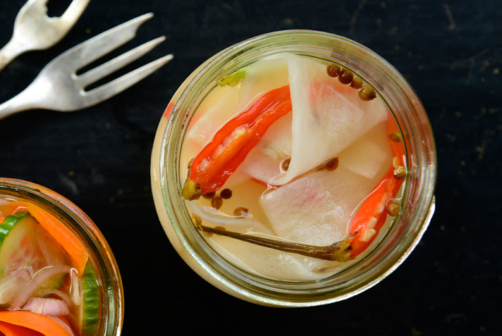 Quick Pickled Daikon and Watermelon Radishes Recept | Yummly