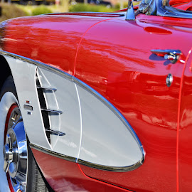 Vette Cove by David Knowles - Transportation Automobiles ( corvette, muscle car, wheel, automobile, chrome, door, beauty, object, convertible, curves, spokes, red and white, clean, fender, classic, shiny, abstract, cheverolet, 1961, rim, classy, classic car, red, cove, auto, lines )