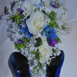 Bride's Shoes & Bouquet by Jane Rodrigues - Wedding Details ( wedding accessories, shoes, bouquet, wedding shoes, pumps, stilettos, blue suede, bride,  )