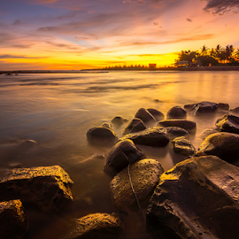 Senja di Muaro by Ade Noverzan - Landscapes Waterscapes ( sunset, beach, stones, dusk )