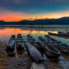 Tamblingan Lake View by Dek Seplo - Transportation Boats