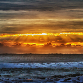 Sunrise with rays by Cristobal Garciaferro Rubio - Landscapes Sunsets & Sunrises ( clouds, wter, waves, sea, sun )