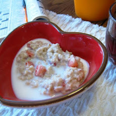 Strawberries & Cream Oatmeal (Porridge)
