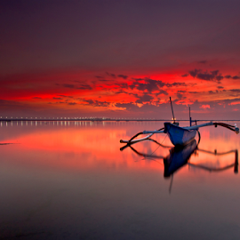Waiting by Choky Ochtavian Watulingas - Landscapes Waterscapes ( clouds, dawn, reflections, seascape, sunrise, csv )