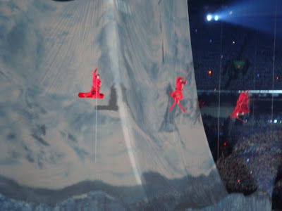 red skiers