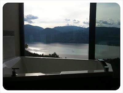 sparkling hill guestroom tub