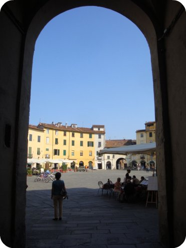 piazza lucca
