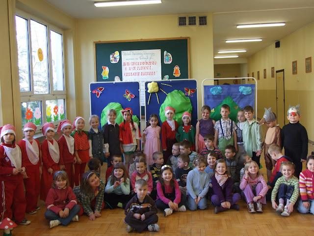 Sześciolatki z wizytą w szkole