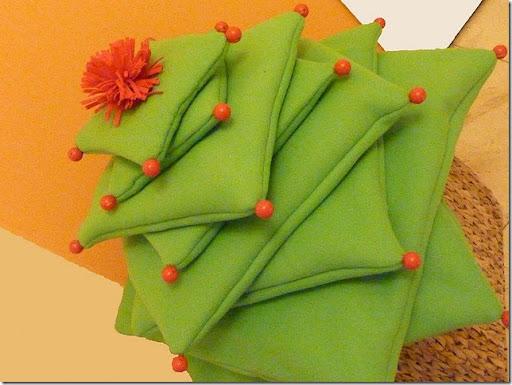 decoración navidad: Árbol hecho de cojines verdes | Divertidas de ...