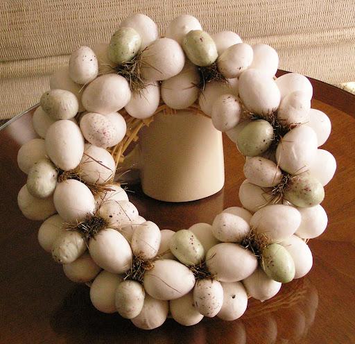http://lh6.ggpht.com/_-7fa4nBn9hE/R0JMfqMlkHI/AAAAAAAAADo/gwADsbRWFxw/egg+wreath.jpg