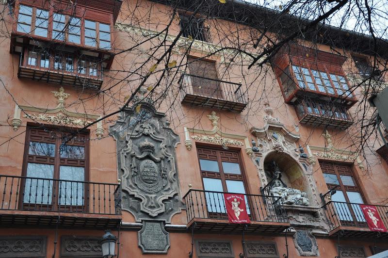 Фасад здания в Гранаде