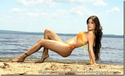 Larissa Riquelme-20