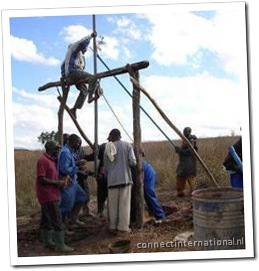 Baptist Drilling: sending the drill bit and drilling pipe down the borehole.