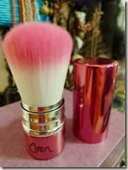 charm-retractable-kabuki-brush