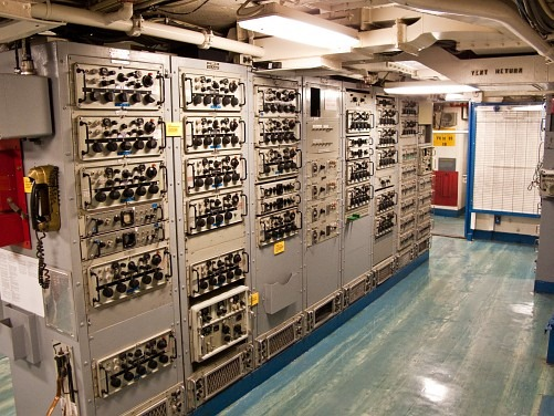 © Bob Baillargeon - racks of R-1051B HF receivers