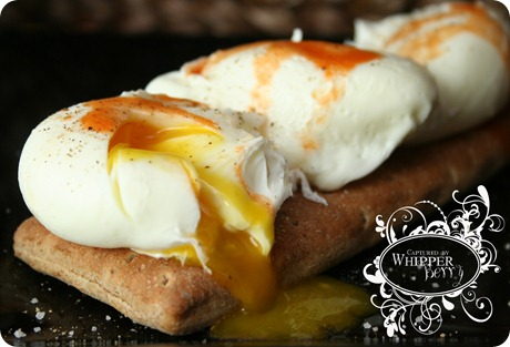 how to keep poached eggs together