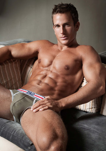 The asia fitness and health hot muscle men in underwear what color