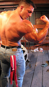 muscle hunk Armon Adibi
