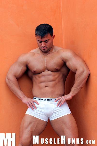 Muscle Hunk Rocky Remington – Muscle Voyeurism!