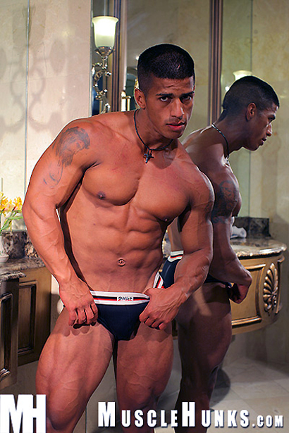 Timmy Riordan - Ripped Muscle Hunk, Hung Musclepuppy Part 2