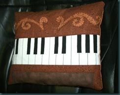 piano_pillow2