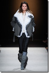 Isabel Marant Ready-To-Wear Fall 2011 Runway Photos 17