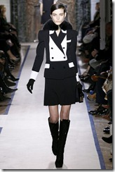 Yves Saint Laurent Ready-To-Wear Fall 2011 Runway Photos 11
