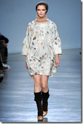 Vanessa Bruno Ready-To-Wear Fall 2011 Runway Photo 25