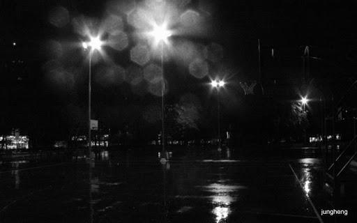 雨中的籃球場