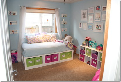 TV For Girls Room http://www.remodelaholic.com/2010/07/bright-play-room-for-kids-guest/
