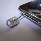 iPhoneのねじ穴を利用したストラップ。
