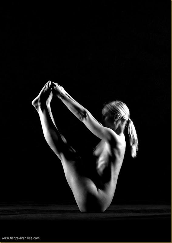 ioga Vibekeposing nude.posing nude_bw_004