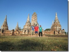 Ayutthaya: Group picture in front of Wat Chai Watthanaram