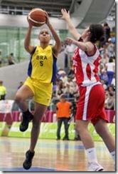 MEDELLIN / COLïMBIA (23/03/2010)  IX Jogos Sul-americanos 2010 em Medellin. Brasil, de amarelo, joga com o Chile no Basquete. Carina Santos, com a bola.© Washington Alves/COB/Divulga‹o