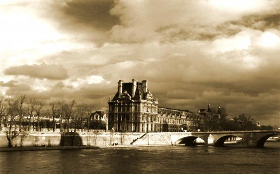 le-louvre-on-the-seine-paris-linda-parker