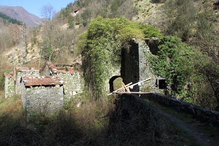 Fabbriche di valico mulino abbandonato