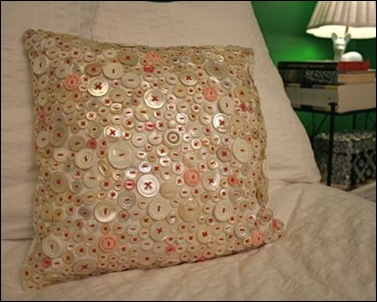 httpwww.craftstylish.comitem43021how-to-make-a-beautiful-button-pillow