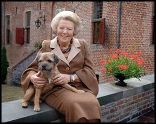 H.M. Koningin Beatrix met haar hond Chip...foto Raymond Rutting
