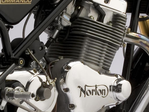 Norton 961 Commando Engine