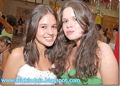 Mayara e Fernanda no salão social (Crédito: Fábio Alexandre)