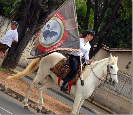 Desfile de Cavaleiros abriu a Festa do Peão (Crédito: Eduardo Turati/Click Indaiá)