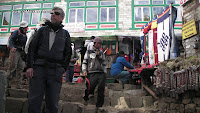 0829 Su and Mark in namche.jpg