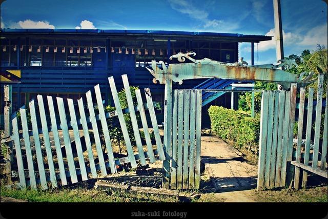 gerbang hancur