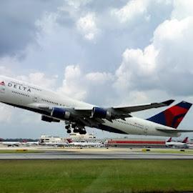 Atlanta 7-4 by Ken Stringer - Transportation Airplanes ( 747, takeoff, airplane, delta, boeing, airline )