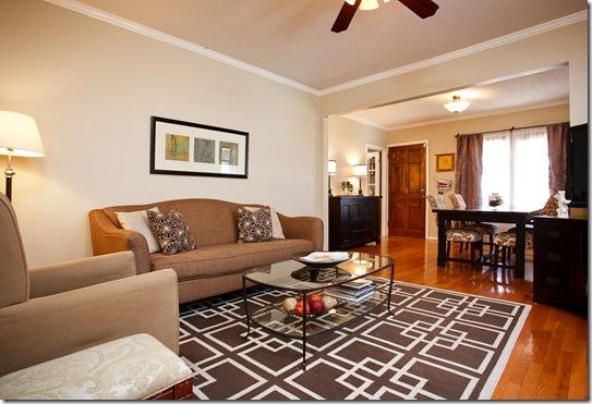 323 Rosetta_living room