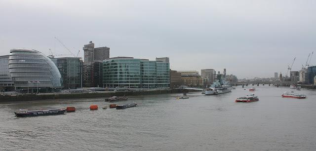 Pohled na jižní břeh Temže od London Tower.