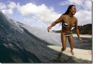 Hot-Surfer-Chicks-25-595x396